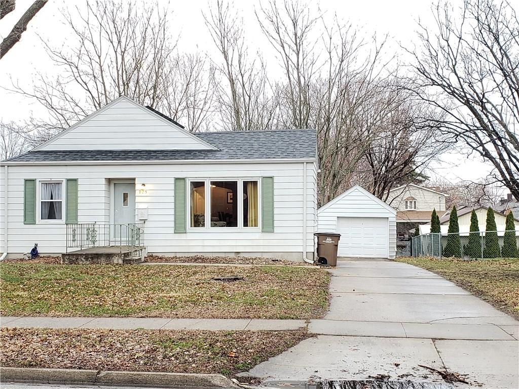 Photo of home for sale at 725 10th Street, West Des Moines IA
