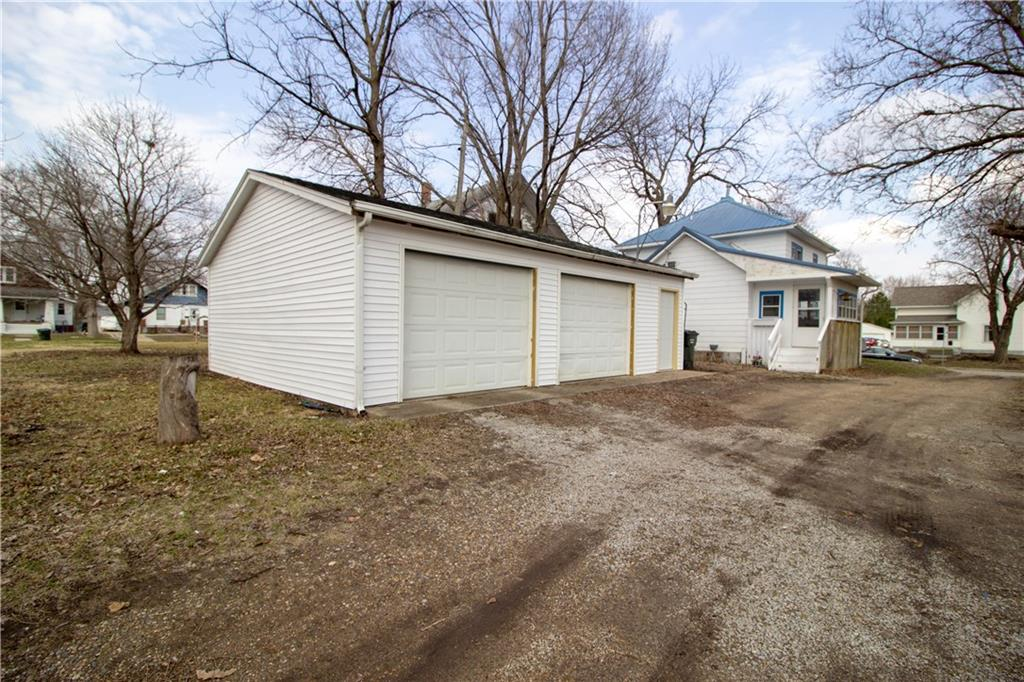 Photo of home for sale at 1915 2nd Street, Perry IA