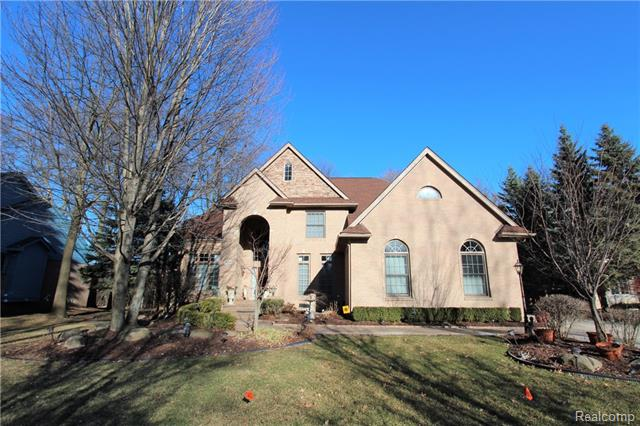 Photo of home for sale at 4695 Ridge Drive S, West Bloomfield Township MI