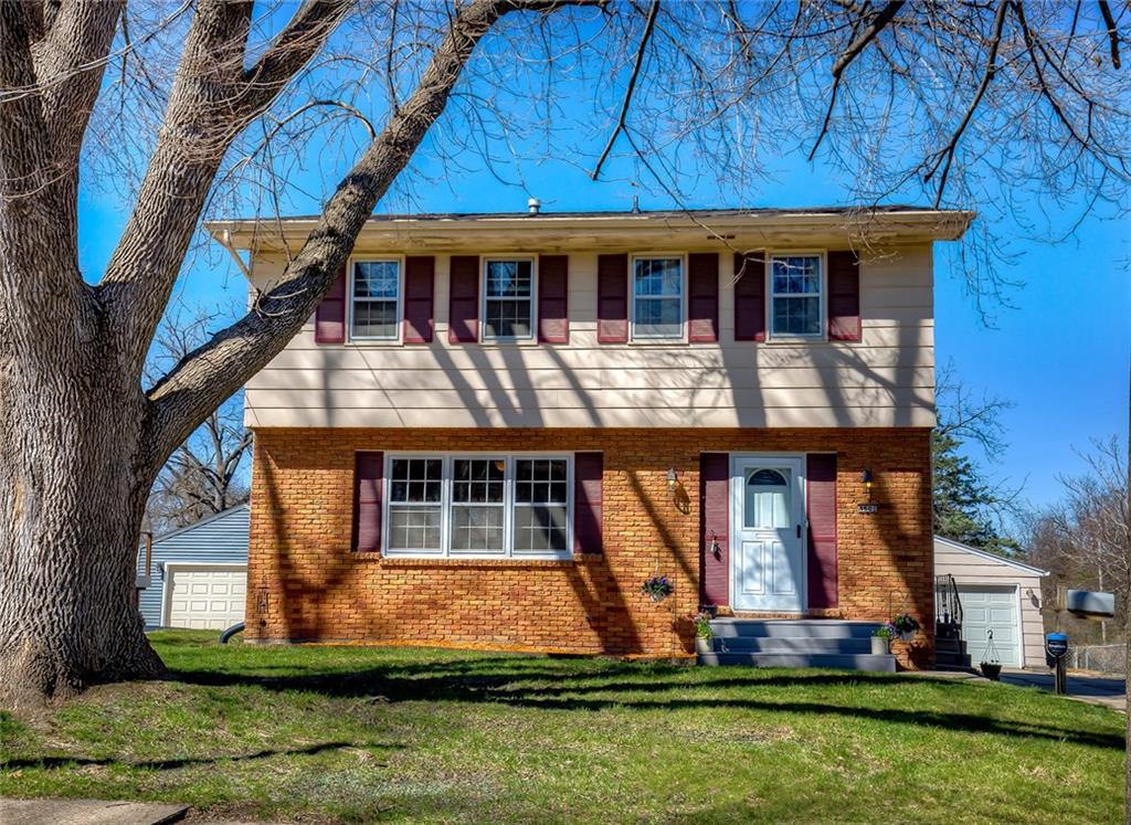Photo of home for sale at 4601 Amick Avenue, Des Moines IA