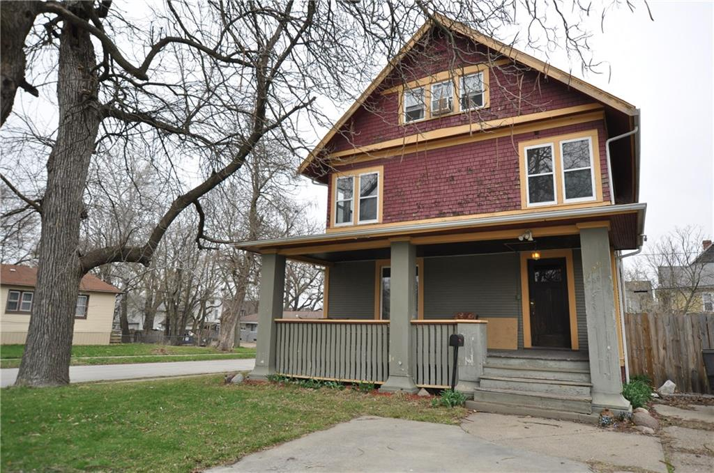 Photo of home for sale at 1729 10th Street, Des Moines IA