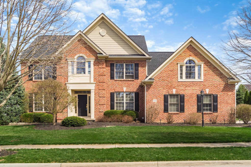 Photo of home for sale at 6448 Greenstone Loop, Dublin OH