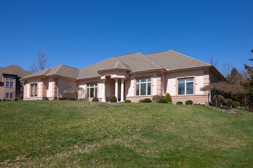 Photo of home for sale at 1989 Fountain View Drive, Dayton OH