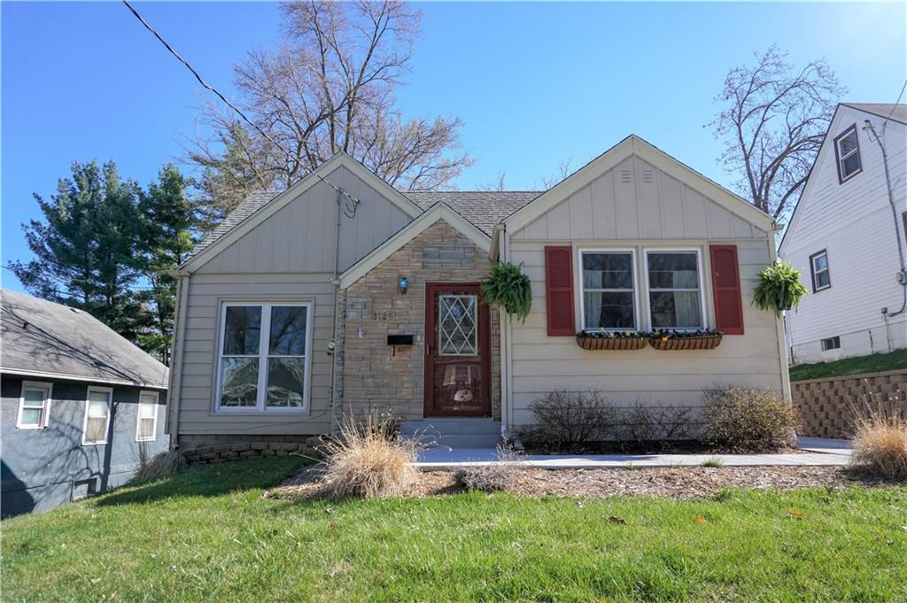 Photo of home for sale at 1126 Bell Avenue, Des Moines IA