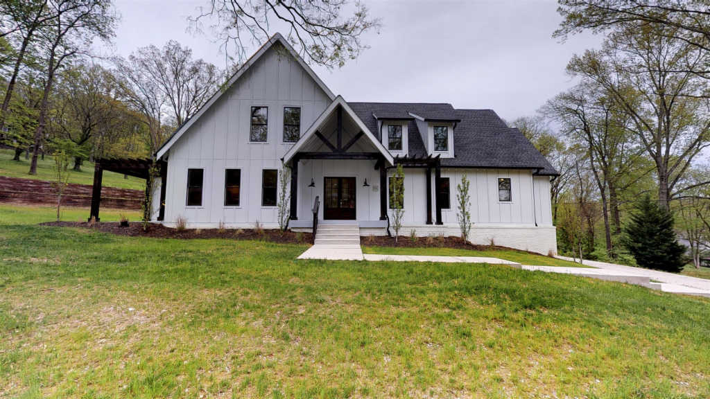 Photo of home for sale at 506 Hillwood Blvd, Nashville TN