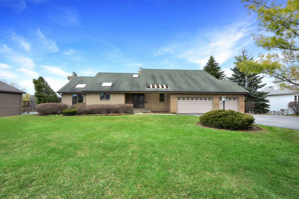 45 Deer Point Drive Hawthorn Woods, IL 60047