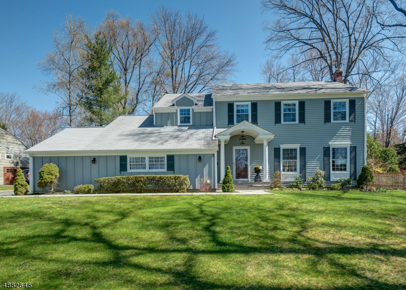 Photo of home for sale at 7 RALEIGH CT, Berkeley Heights Twp. NJ