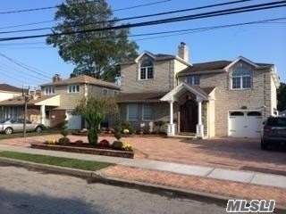 Photo of home for sale at 2042 Holland Way, Merrick NY