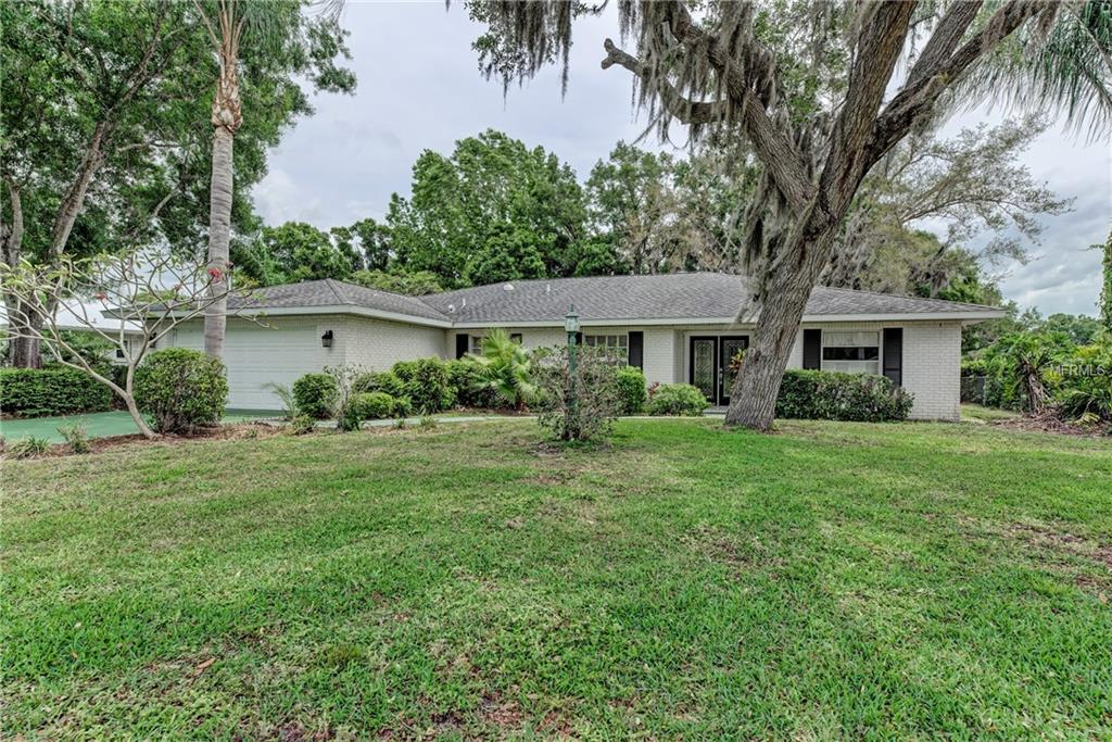 Photo of home for sale at 4814 COUNTRY CLUB DRIVE W, Sarasota FL