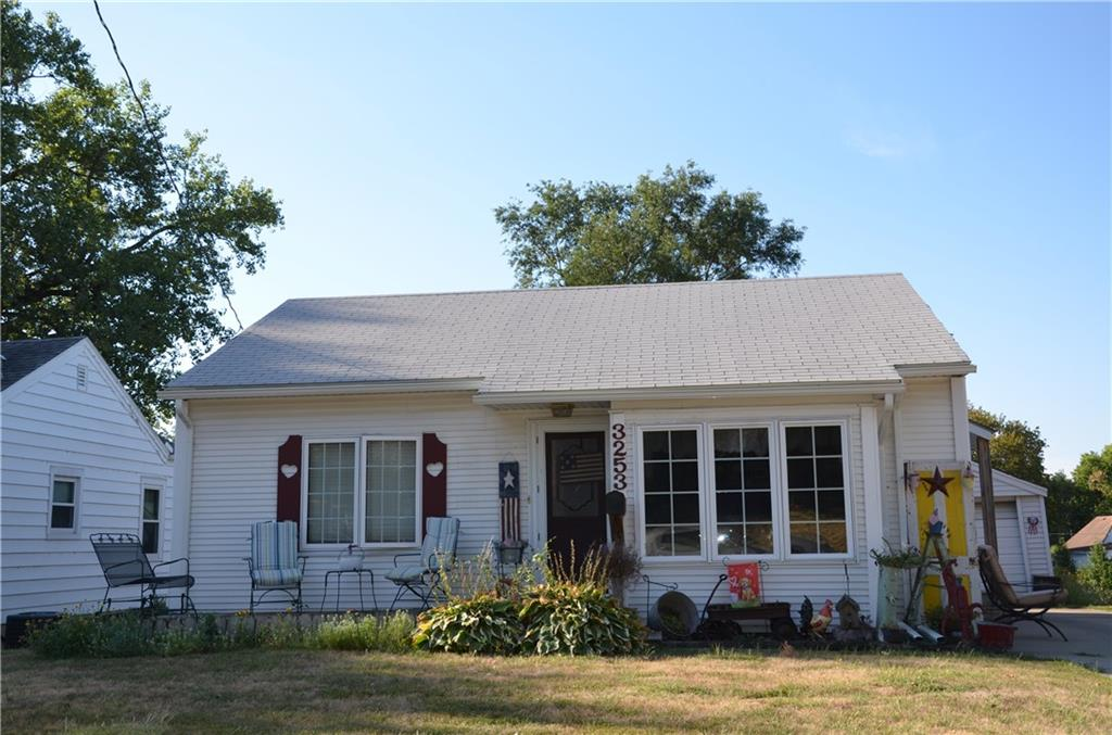 Photo of home for sale at 3253 Indianapolis Avenue, Des Moines IA