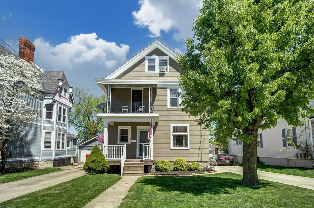 Photo of home for sale at 2208 Feldman Avenue, Norwood OH