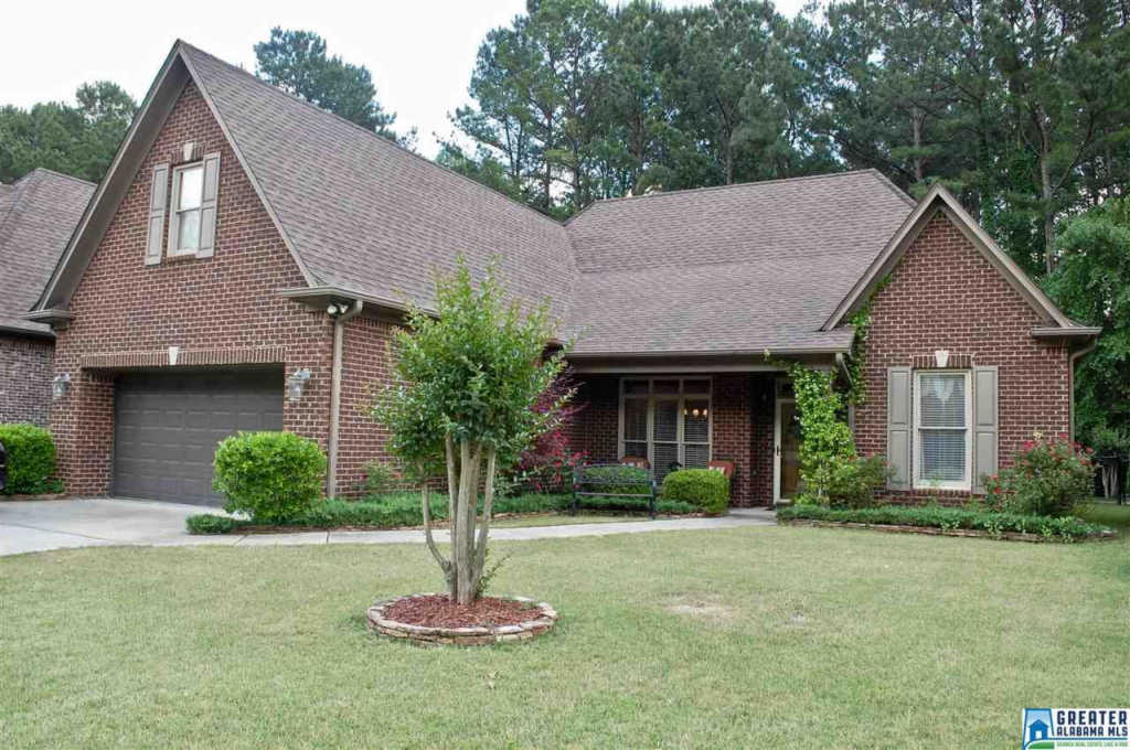 Photo of home for sale at 918 Haddington Dale, Pelham AL