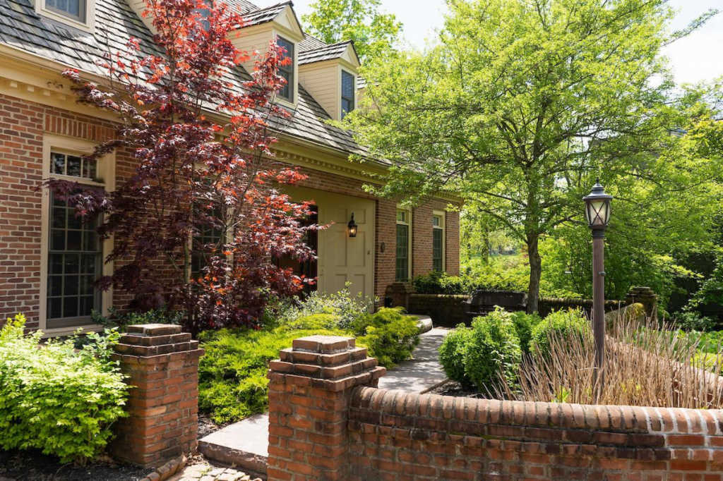 Photo of home for sale at 5929 Macewen Court, Dublin OH