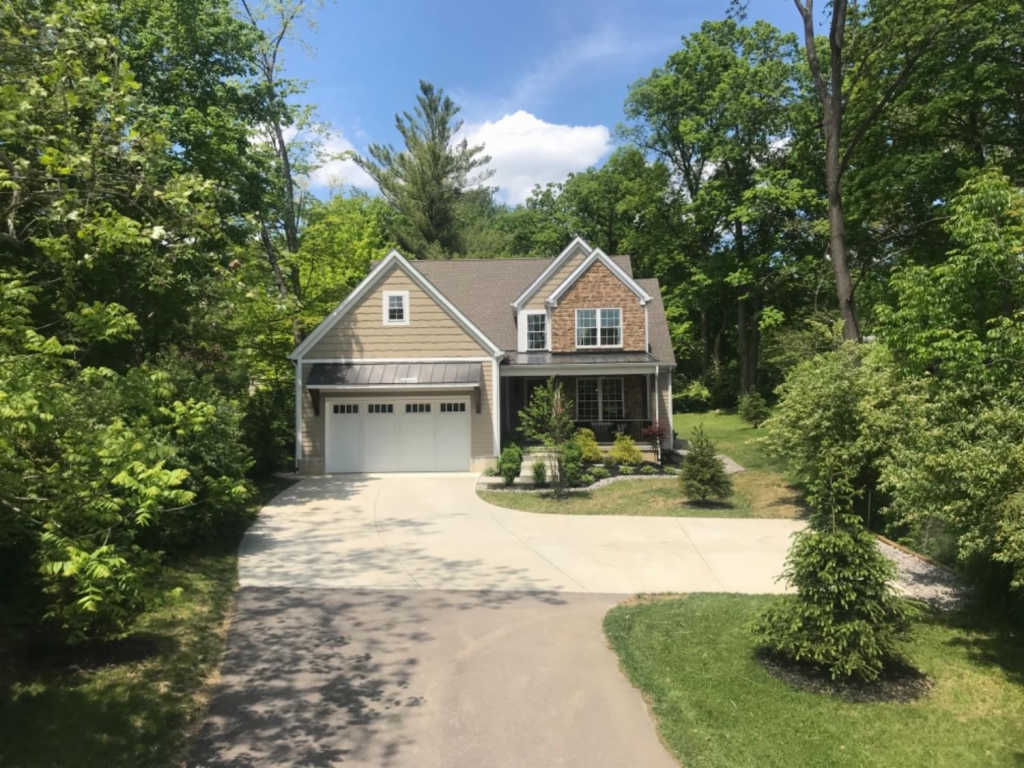Photo of home for sale at 7404 Dawson Road, Madeira OH