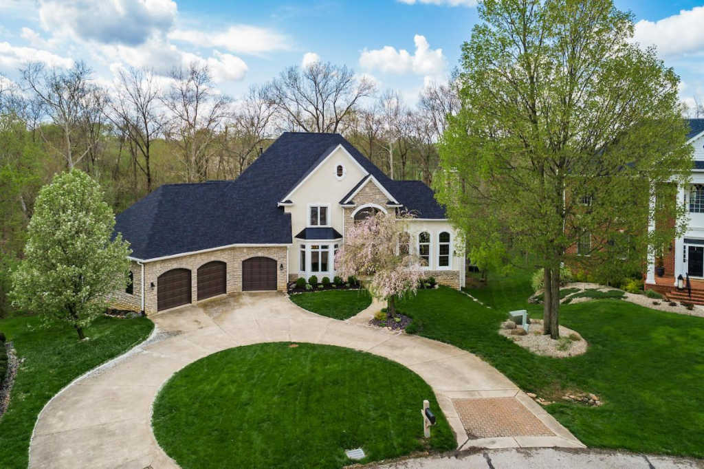 Photo of home for sale at 10626 Pembrooke Place, Powell OH