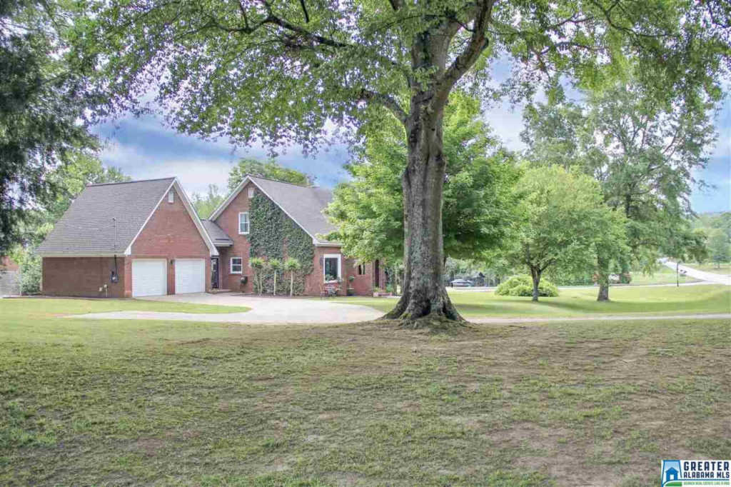 Photo of home for sale at 4506 Co Rd 36, Chelsea AL