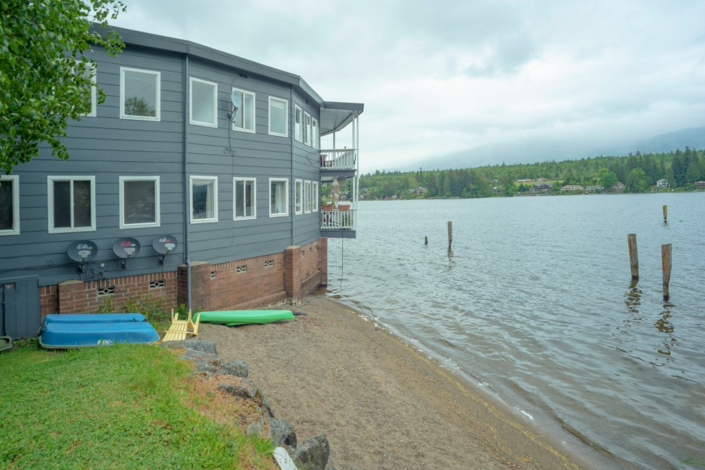 Photo of home for sale at Blvd, Mount Vernon WA