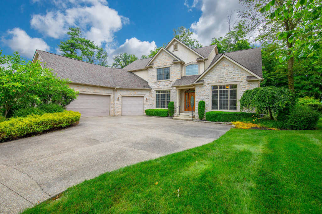 Photo of home for sale at 6668 Cosimo Lane, Pickerington OH