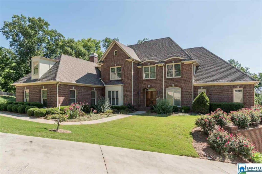 Photo of home for sale at 1400 Scout Ridge Dr, Hoover AL