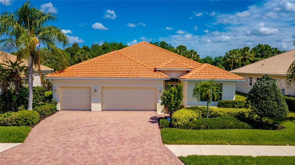 Photo of home for sale at 7131 67 TH TERRACE, Bradenton FL