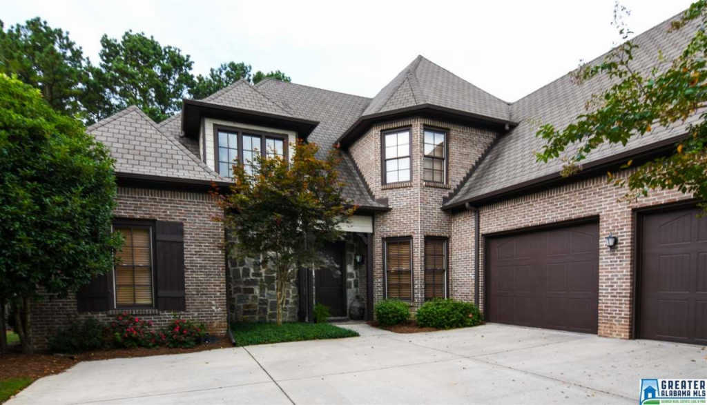 Photo of home for sale at 108 Gleneagles Ln, Pelham AL