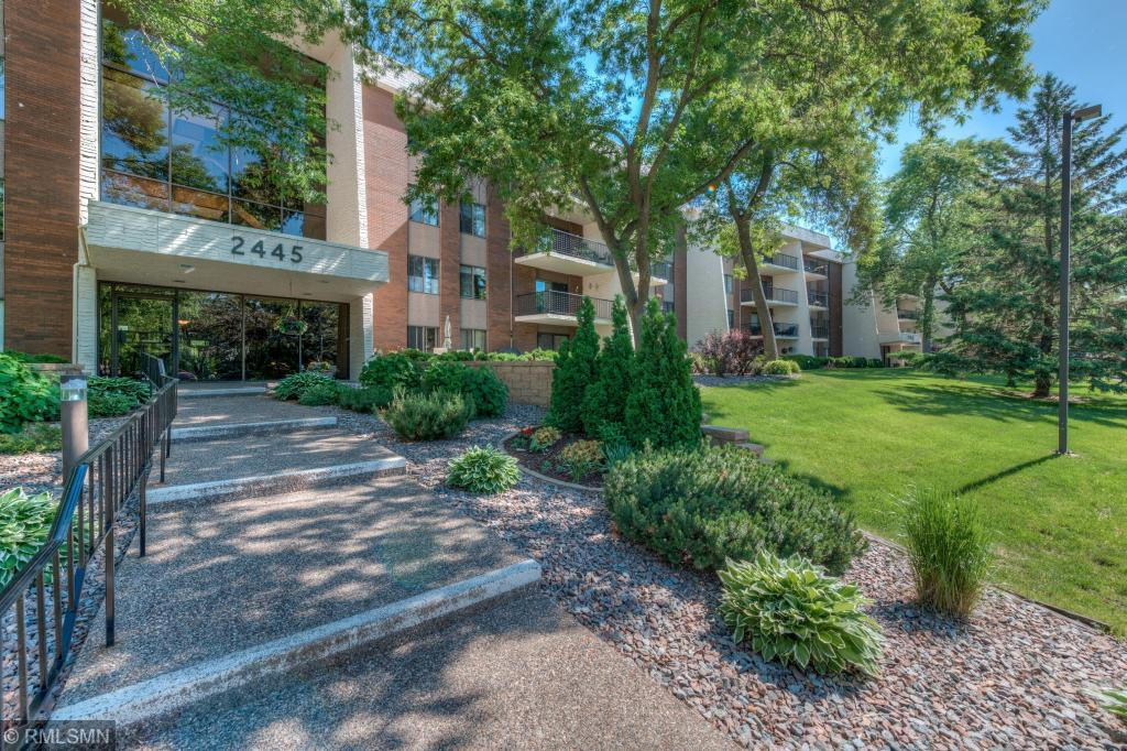 Photo of home for sale at 2445 Londin Lane E # 409, Maplewood MN