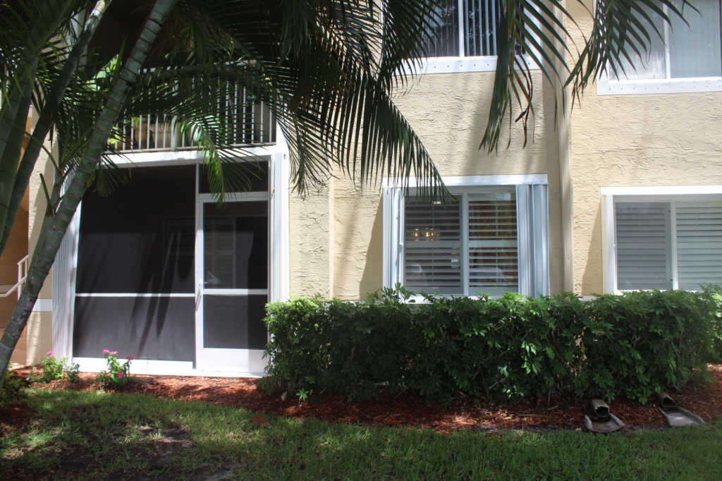 Photo of home for sale at 236 Village Boulevard, Tequesta FL