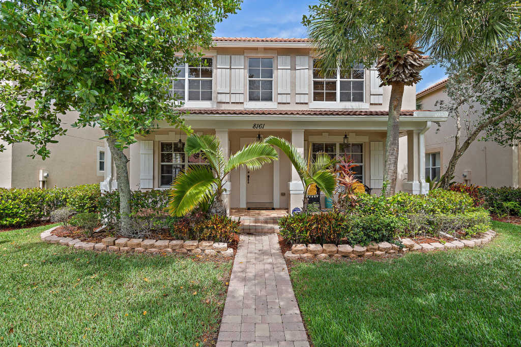 Photo of home for sale at 8161 Bautista Way, Palm Beach Gardens FL