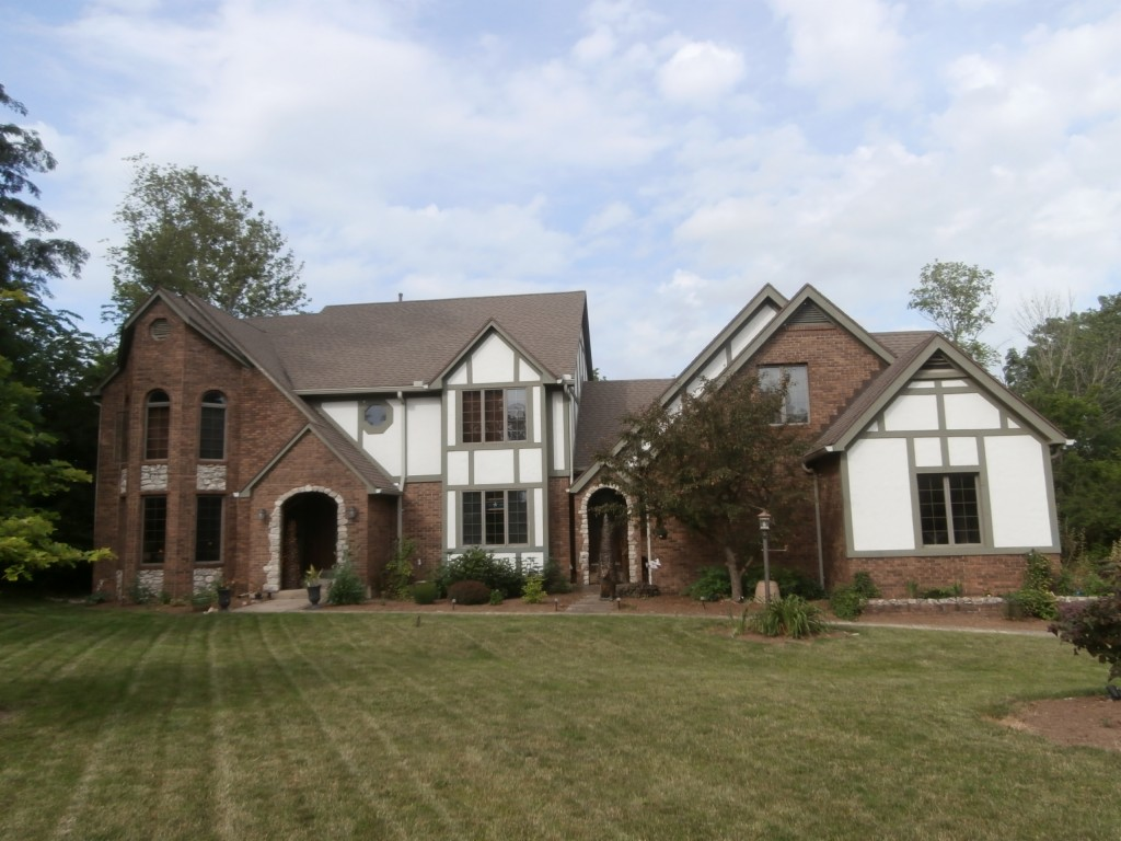 Photo of home for sale at 935 Scenic Knoll, Tipp City OH