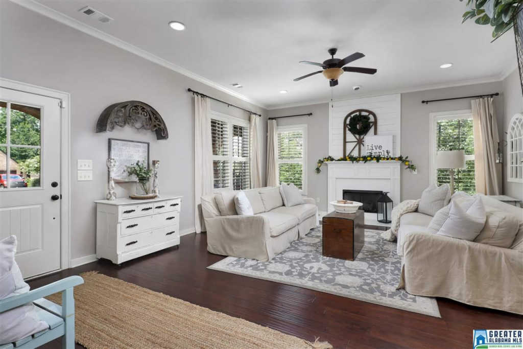 Photo of home for sale at 1584 James Hill Dr, Hoover AL