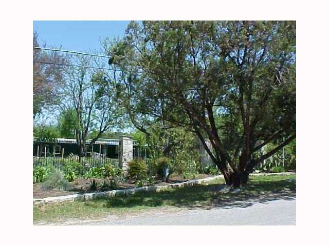 Photo of home for sale at 15908 Awalt DR, Austin TX