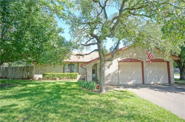 Photo of home for sale at 1613 Wildwood DR, Round Rock TX