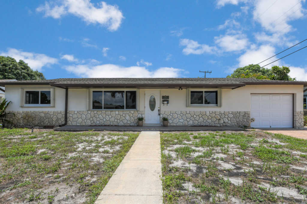Photo of home for sale at 2720 Meadow Road, West Palm Beach FL