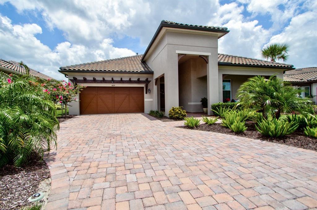 Photo of home for sale at 4824 ROYAL DORNOCH CIRCLE, Bradenton FL
