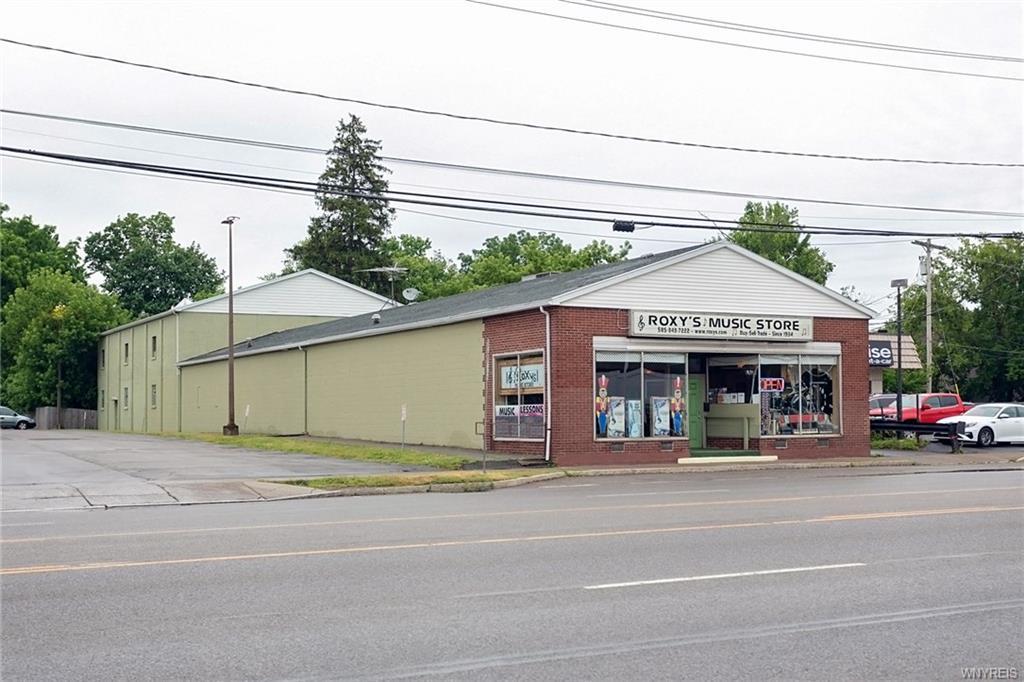 Photo of home for sale at 228 Main Street W, Batavia-city NY
