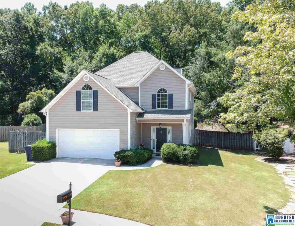 Photo of home for sale at 1816 Amberley Woods Way, Helena AL
