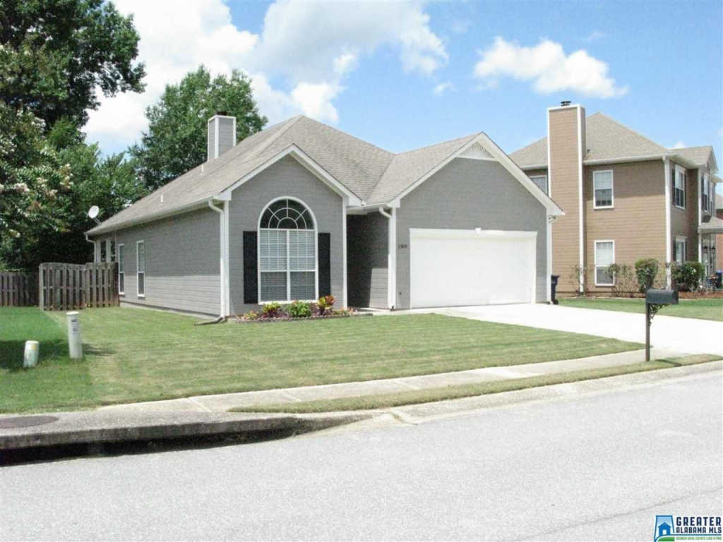 Photo of home for sale at 1309 Amberley Woods Dr, Helena AL