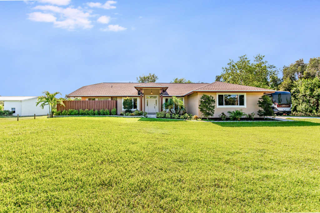 Photo of home for sale at 15832 111Th Terrace, Jupiter FL