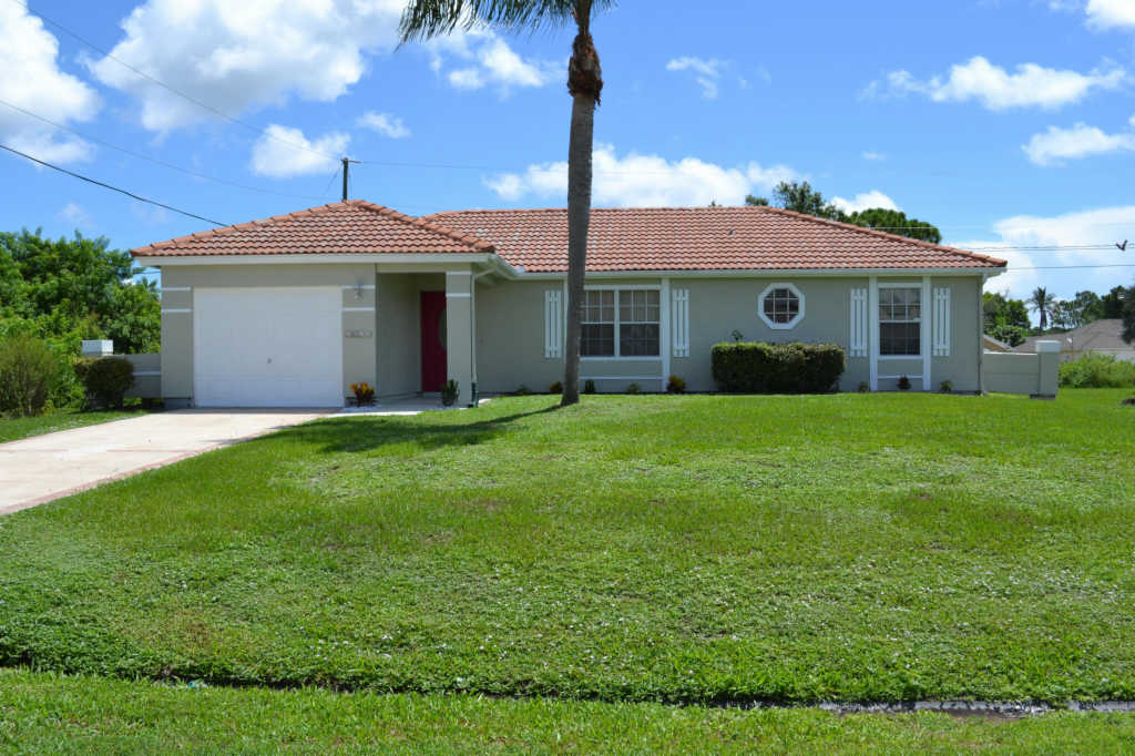 Photo of home for sale at 6949 Daffodil Lane NW, Port Saint Lucie FL