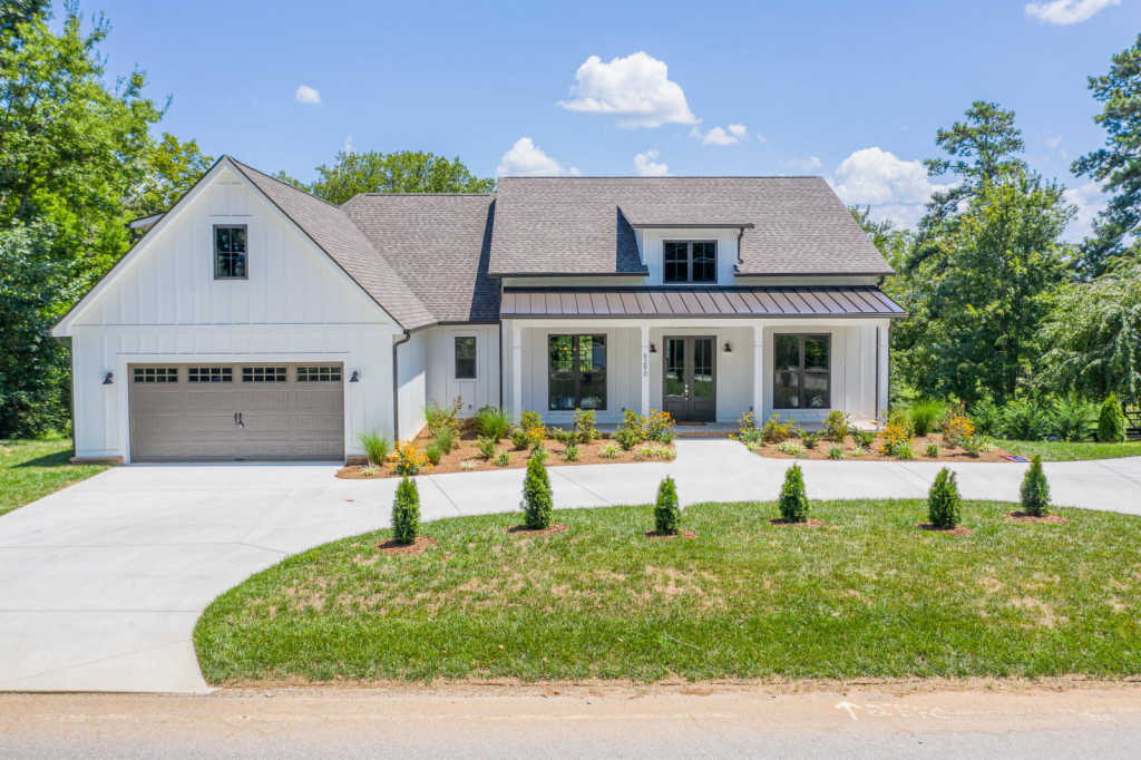 Photo of home for sale at 6290 Fairview, Hixson TN