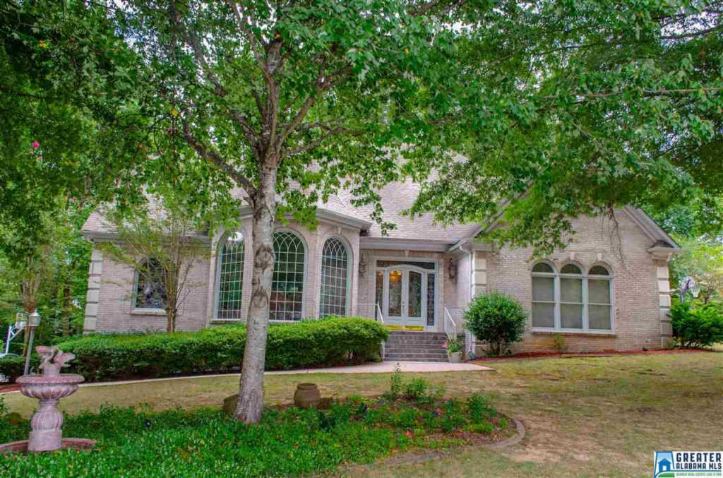 Photo of home for sale at 4130 Heatherhedge Ln, Hoover AL