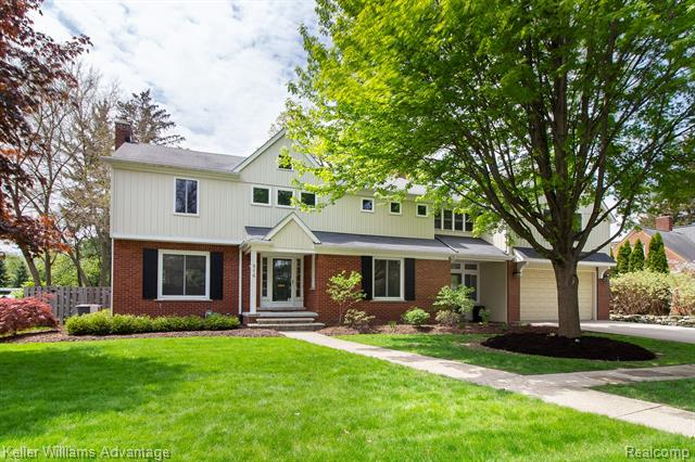 Photo of home for sale at 516 Hendrie Boulevard, Royal Oak MI
