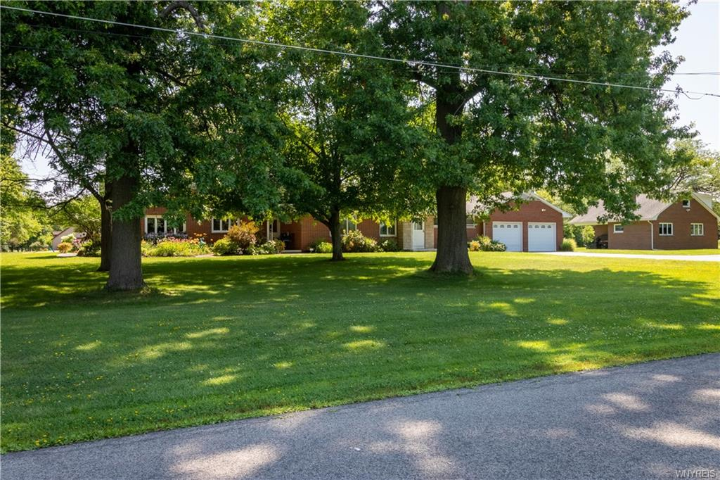 Photo of home for sale at 1885 Pallister Avenue, Somerset NY