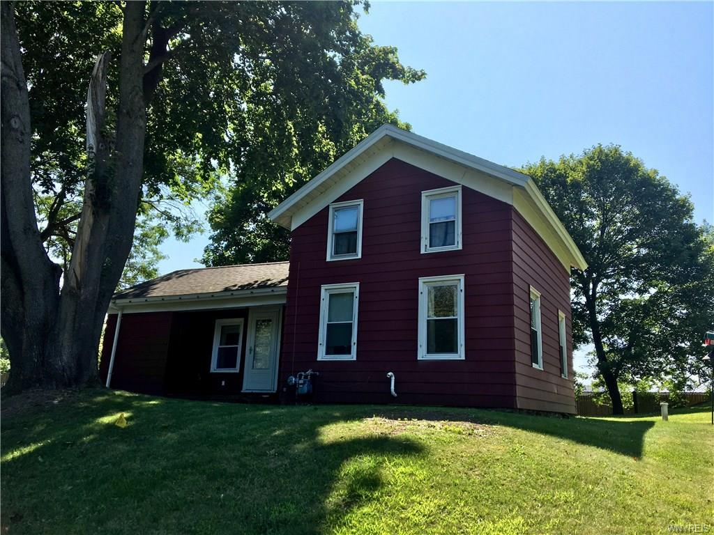 Photo of home for sale at 2727 County Route 57, Volney NY