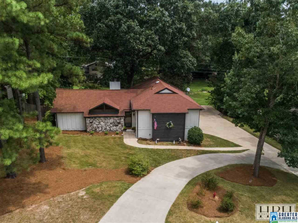 Photo of home for sale at 2609 Chandalar Ln, Pelham AL