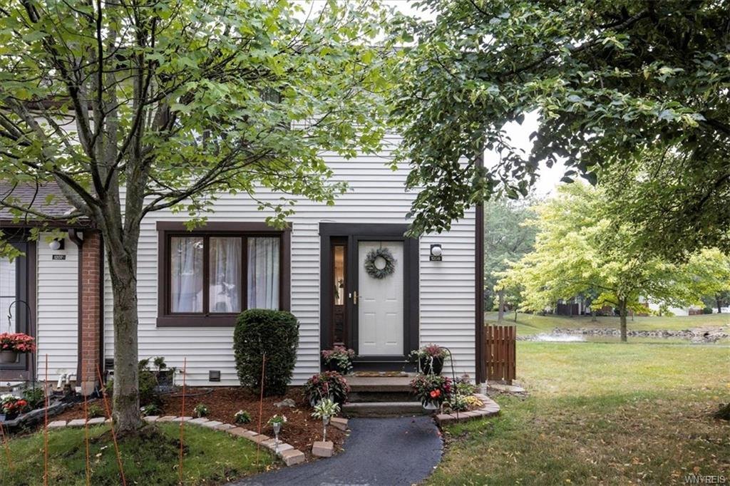 Photo of home for sale at 1208 Charlesgate Circle, Amherst NY