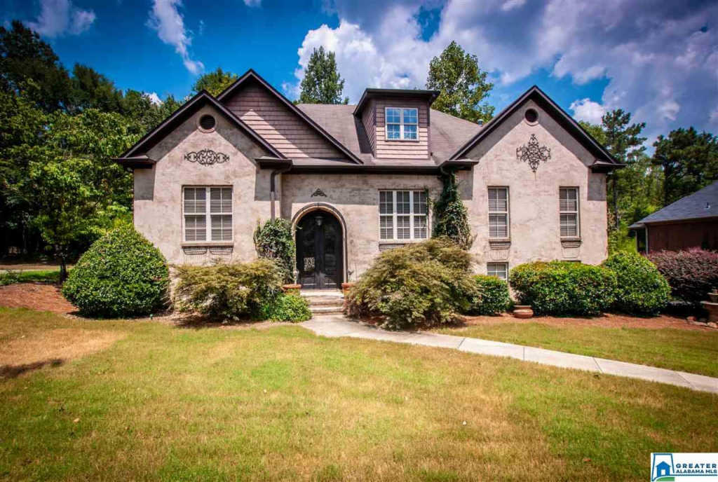 Photo of home for sale at 108 Oaklyn Hills Dr, Chelsea AL