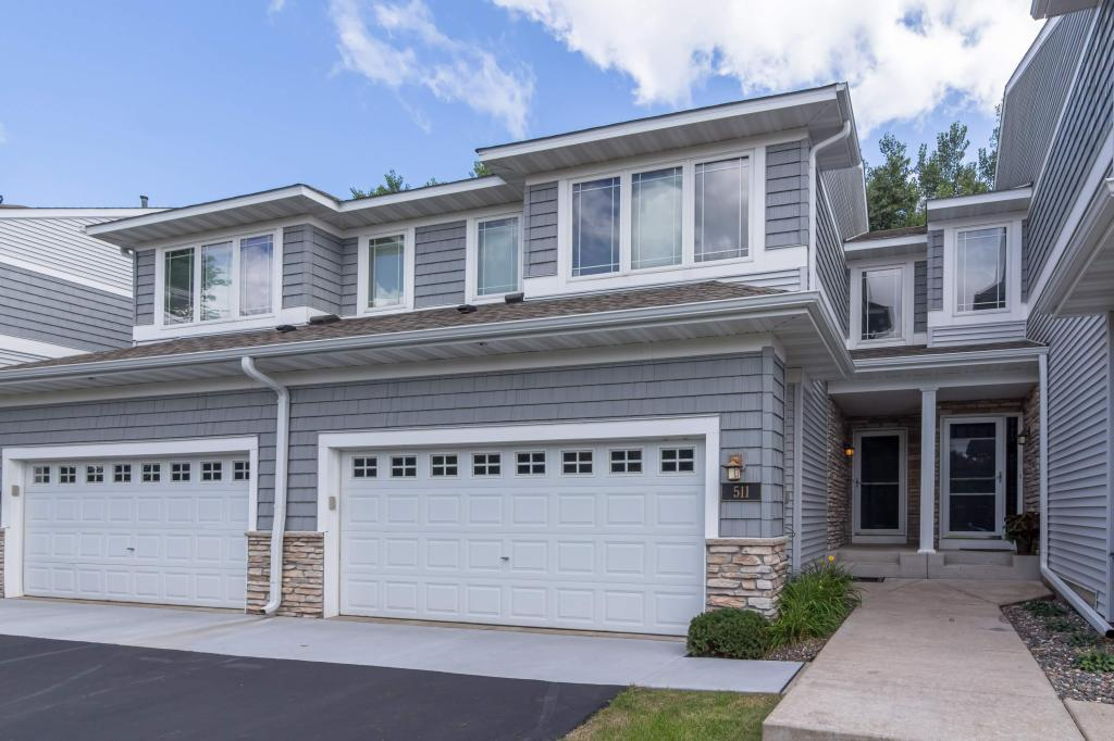 Photo of home for sale at 511 Sutherland Drive, Woodbury MN