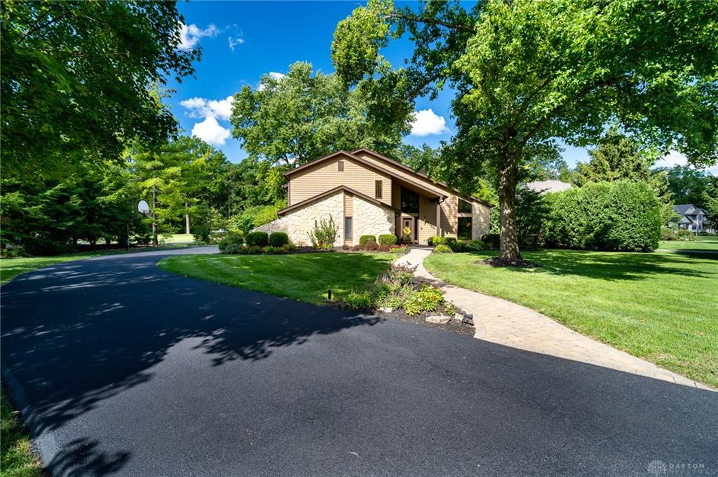 Photo of home for sale at 1750 Alex Bell Road, Washington Twp OH