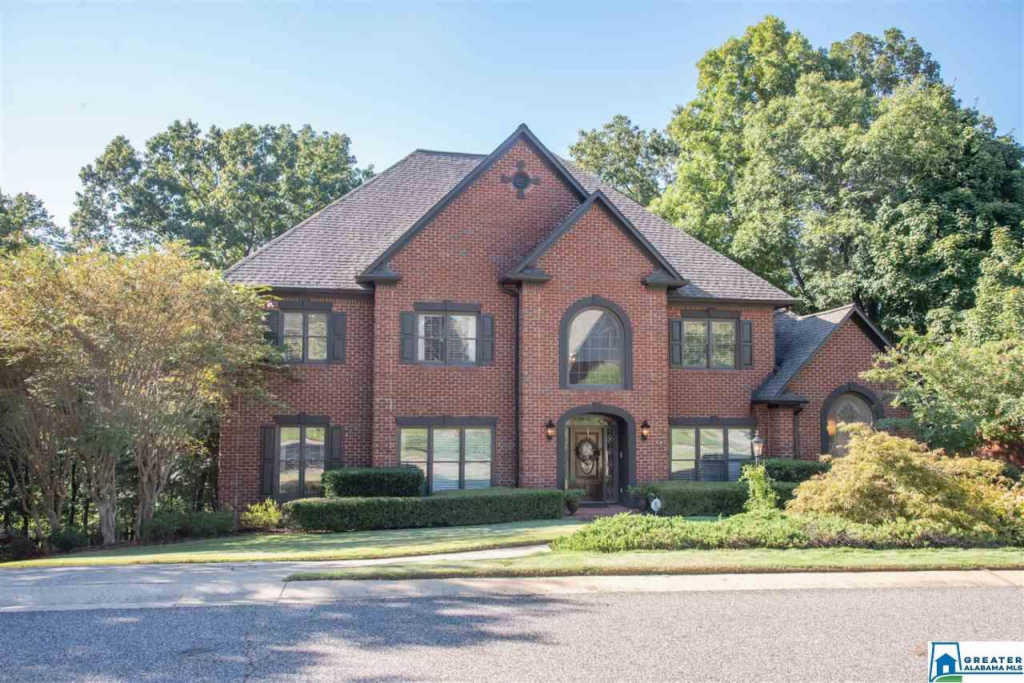 Photo of home for sale at 577 Oakline Dr, Hoover AL